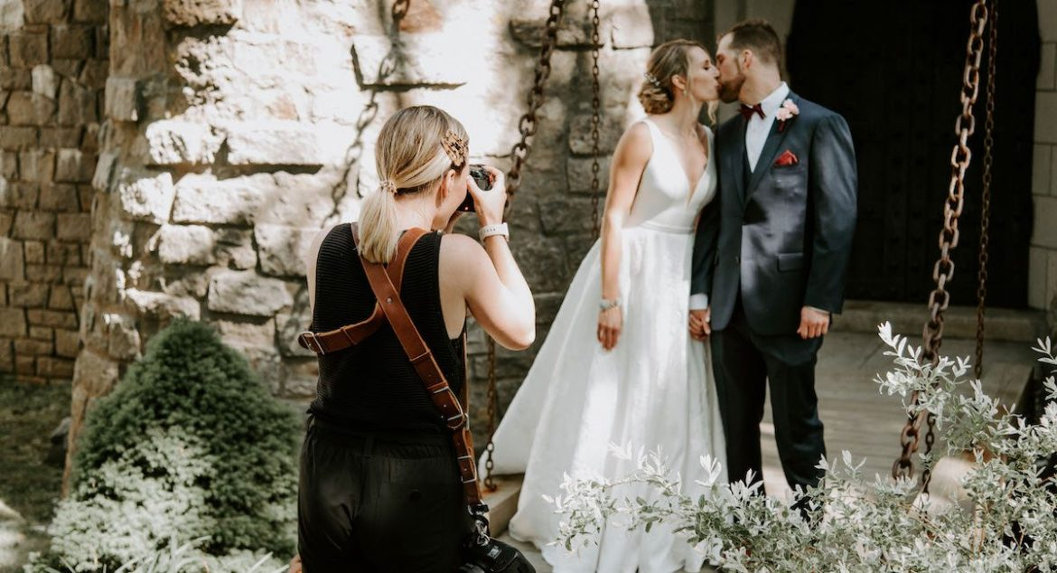 Reasons Why It Is Best To Hire A Wedding Photographer